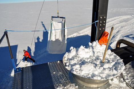Holger beim Dirigieren der Schneeschmelze