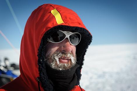 Meine kalte Nase und vereister Bart nach dem graben von Schneeschächten